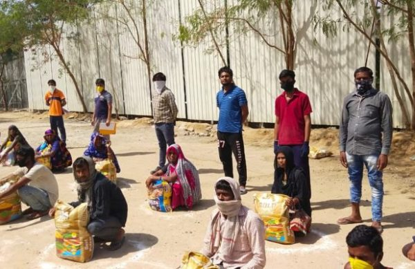 Social-Distancing-during-food-kit-distribution-by-Yuva-Unstoppable-840x400
